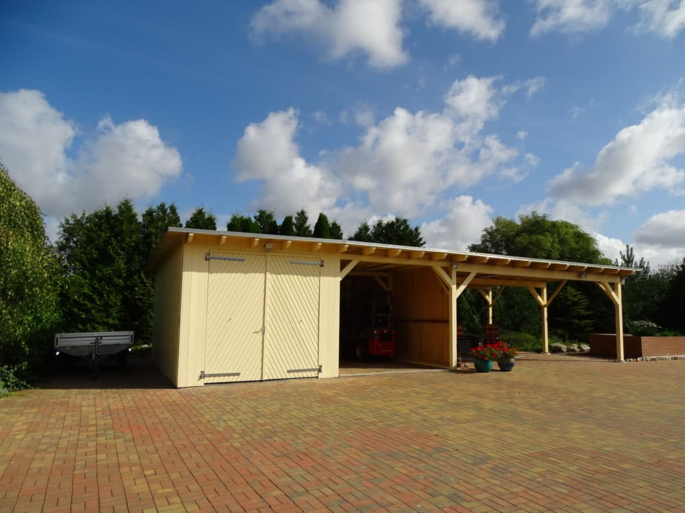 Carport mit Garage